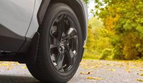 Легкосплавные 18 дюймовые колесные диски черного цвета